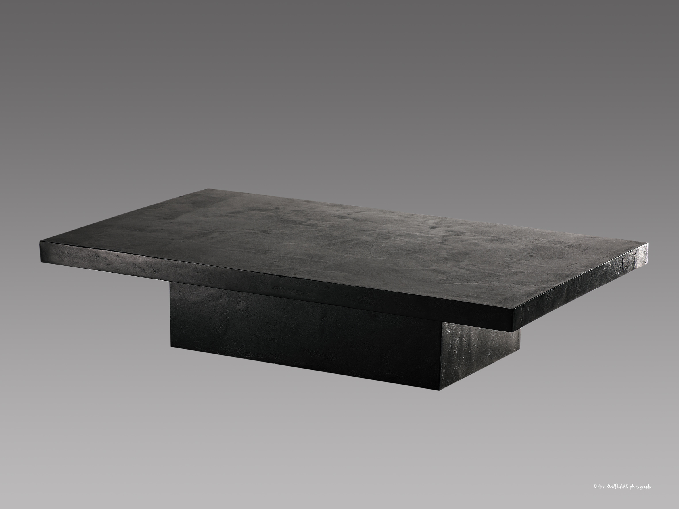 Table basse grise effet beton for Table effet beton cire
